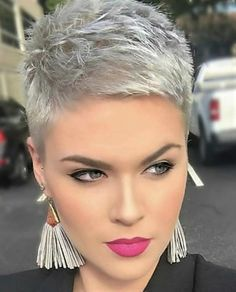 Short Silver Hair, Edgy Short Hair, Stylish Short Hair, Short Hair Cuts, Blonde Pixie Hair, Hair Styles For Women Over 50, Short Curly Haircuts, Retro Hairstyles, Pixie Haircut