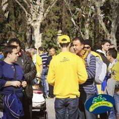 No pararon de acercarse a nosotros aficionados de todos los equipos... ¡No nos extraña! ¡Repartimos miles de plátanos de Canarias!