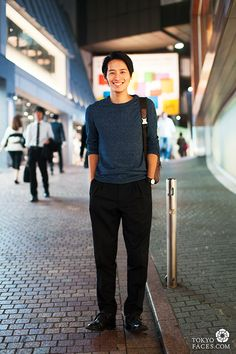 Name: Atushi / Sweater: HandM / Pants: John Lawrence Sullivan / Shoes: Prada / Bag: Coach / Watch: Issey Miyake