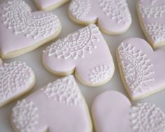 These were created for a vintage wedding… cupcakes and cookies. Lace Cookies, Heart Cookies, Cupcake Cookies, Sugar Cookies, Cookie Favors, Flower Cookies, Cookie Icing, Royal Icing Cookies, Decoration Patisserie