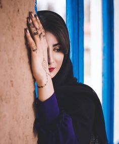 Urban Fashion Photography, Girl Photography Poses, Stylish Dpz, Stylish Girl, Cute Girl Photo, Cool Girl, Iranian Beauty, Persian Girls, Iranian Women Fashion