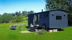 rustic black house on wheels The Perfect Adventure Homes – Tiny, Mobile And On Wheels Wheels Tiny Perfect Mobile Homes Adventure Small Tiny House, Tiny House Cabin, Tiny House Living, Tiny House On Wheels, Small Living, Tiny Mobile House, Mobile Home Living, Mobile Homes, Case Creole