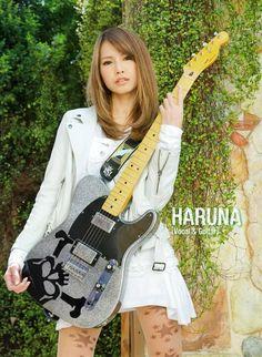 Haruna Ono (小野 春菜) - Scandal (Japan's all girl band) J Pop, Scandal Japanese Band, Pop Punk Bands, Guitar Girl, Music Guitar, Women Of Rock, Female Guitarist, Women In Music, Girl Bands