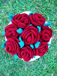 So, yeah.... I'm making crocheted flowers for my bouquet.