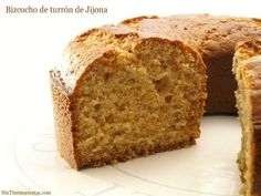Bizcocho de turrón de Jijona - MisThermorecetas Flan, Yummy Cakes, Banana Bread, Food And Drink, Cooking Recipes, Tasty, Desserts, Cupcakes, Cheat Sheets