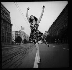 Tadeusz Rolke, reklama mody Barbary Hoff, 1967, Warszawa. Na zdjęciu: modelka Lucyna.