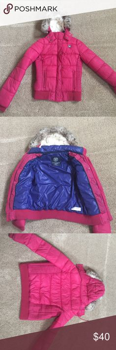 Like new American Eagle winter coat! Like new winter coat by American Eagle! Size medium. Size runs a little small. Would recommend to a girl who normally wears a small. Almost perfect condition! American Eagle Outfitters Jackets & Coats Puffers