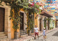 Descubre los 10 lugares más fotogénicos e instagrameables de Cartagena! 7 lugares en el centro y 3 en Getsemaní donde tomar las mejores fotos en Cartagena. Cool Photos, Street View, Photography, Outfits, Shots Ideas, Amor, Travel Inspiration, Cartagena Colombia, Photograph