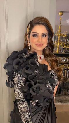 Party Wear Indian Dresses, Designer Party Wear Dresses, Dress Indian Style, Indian Wedding Outfits, Fancy Dress Design, Stylish Dress Designs, Designs For Dresses, Saree Designs Party Wear, Wedding Lehenga Designs