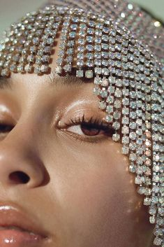 Really feeling the powerful, queenly vibes in this shot of by Jorja Smith, Glamour, Glitter, Black Girl Magic, Retro, Pretty People, Give It To Me, Pearl Earrings, Hair Accessories