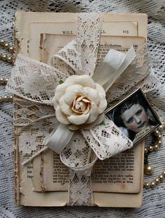 Repurposed bookpages with lace ribbon | Ana Rosa