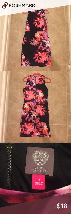 """Vince Camuto Floral Bodycon Vince Camuto floral bodycon dress with exposed back zipper. Gorgeous print that makes a statement! There is very minor pilling, but is barely noticeable (see last picture). Dress is 37"""" long from shoulder. Vince Camuto Dresses Mini"""