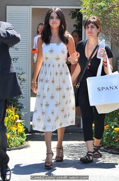 Selena Gomez Celeberities attend a gifting suite in Brentwood http://icelebz.com/events/celeberities_attend_a_gifting_suite_in_brentwood/photo9.html