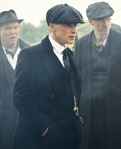 7db3195408ed8 Thomas Shelby with Charlie and Curly - Peaky Blinders 💜