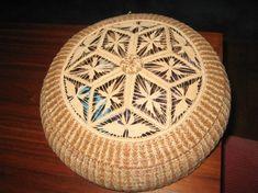 Pine Needle Crafts, Bountiful Baskets, Teneriffe, Pine Needle Baskets, Weaving Projects, Pine Needles, Basket Weaving, Tatting, Wicker