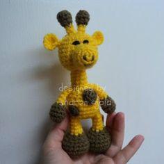 Little Bigfoot Giraffe, so cute! ( a ton more lil' animals you can crochet )