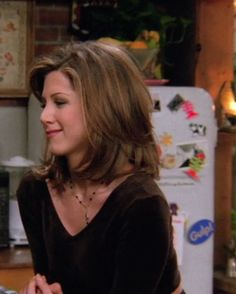 every outfit rachel wears in friends The Effective Pictures We Offer You About iconic rachel green o Rachel Friends Hair, Jennifer Aniston Hair Friends, Jenifer Aniston, Jenifer Lawrence, Jennifer Aniston Haircut, 90s Haircuts, 90s Hairstyles, My Hairstyle, Layered Haircuts