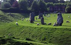 Avebury Ring by Simon Barnes, via Geograph