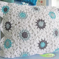 Love the colors!! #crochet_pillow inspiration GB