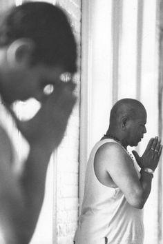 1990's: Pattabhi Jois teaching yoga ...... #vintageyoga #yogahistory #ashtanga #ashtangayoga #yoga #yogainspiration