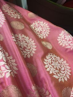 Love this for peacock silk saree Indian Silk Sarees, Ethnic Sarees, Pure Silk Sarees, Cotton Saree, Indian Attire, Indian Outfits, Kota Sarees, Sari Design, Trendy Sarees