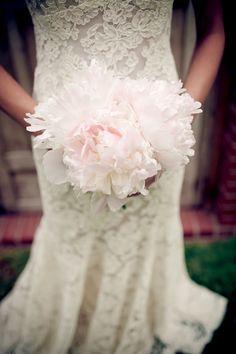 a simple, gorgeous blush peony bouquet
