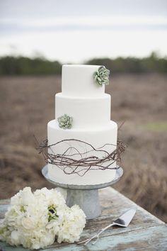 7 memorable wedding cakes (http://www.7centerpieces.com/7-snapshots-wedding-cake-edition/)
