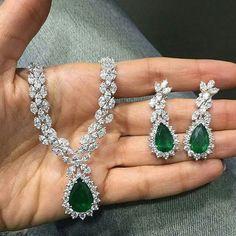 Fulfill a Wedding Tradition with Estate Bridal Jewelry Cute Jewelry, Wedding Jewelry, Jewelry Sets, Emerald Jewelry, Diamond Jewelry, Gemstone Jewelry, Real Diamond Necklace, Diamond Necklaces, Necklace Designs