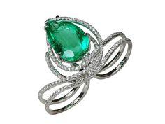 Kavant-Sharart-emerald and diamond ring