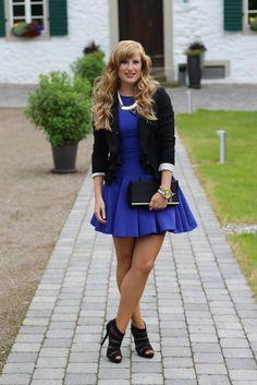 Standesamt Kleid blaues Cocktailkleid goldener Schmuck schwarze Clutch Gast standesamtliche Hochzeit Modeblog