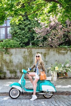 Riding on a Vespa scooter around town Scooters Vespa, Motos Vespa, Motor Scooters, Piaggio Vespa, Moped Scooter, Mobility Scooters, Vintage Vespa, Vespa Girl, Scooter Girl