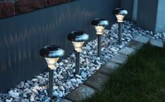 How To Know The Quality Solar Lights - -The Ultimate Guide. Tips and hints, best articles and expert advice about garden solar lights Outdoor Party Lighting, Lighting Solutions, Lighting Ideas, Home Lighting Design, Solar Led Lights, Night Garden, Exterior Lighting, Landscape Lighting, Outdoor Christmas