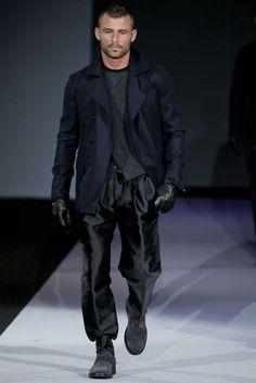 Giorgio Armani - Men Fashion Fall Winter - Shows - Vogue. Mens Essentials, Fashion Essentials, Armani Men, Giorgio Armani, Fashion Show, Mens Fashion, Fashion Trends, Fashion Fall, Casual Dress Outfits