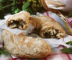 Rezept: Dinkelbrot mit Oliven und Tomaten