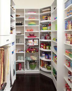 La mejor forma de aprovechar el espacio en una cocina es con una despensa bien organizada