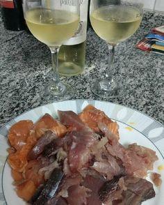 Salmão Atum e vinho branco para mais um fim de domingo . Para mais 23 receitas low-carb grátis acesse o link da minha bio ( http://ift.tt/29YBk7P ) . . #senhortanquinho #paleo #paleobrasil #primal #lowcarb #lchf #semgluten #semlactose #cetogenica #keto #atkins #dieta #emagrecer #vidalowcarb #paleobr #comidadeverdade #saude #fit #fitness #estilodevida #lowcarbdieta #menoscarboidratos #baixocarbo #dietalchf #lchbrasil #dietalowcarb
