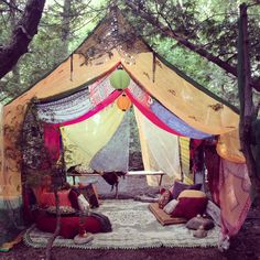 My bohemian tent set up :) - Hippie Party - Camping Bohemian Living Rooms, Gypsy Living, Bohemian Decor, Bohemian Gypsy, Gypsy Home Decor, Hippie Party, Gypsy Party, Tent Set Up, Diy Tent