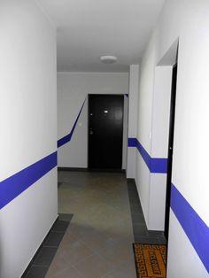 bardzo dobre drzwi wejściowe do lokalu (wzmocnione stalowe, kolor wenge).