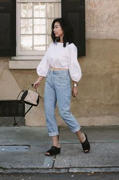 0a18b8a7b0578 Cuffed high-waisted jeans   cropped blouse Summer Fashion Outfits