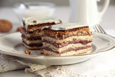 How to make the Greta Garbo cake - an old cake recipe made with layers of yeast dough, jam and ground walnuts. Old Cake Recipe, Romanian Desserts, Baked Rolls, Layered Desserts, Chocolate Biscuits, Instant Yeast, Vegetarian Chocolate, Something Sweet, The Fresh