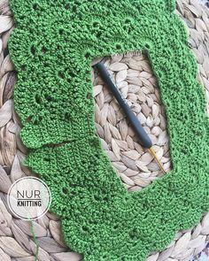 Yeni model, yeni renk, yeni kumaş 🌺🌺🌺🌺 Hadi bakalım nasıl olacak 🤗👗 . . . 💌 Bilgi ve sipariş için dm (mesaj) yazabilirsiniz💌 . . #nurknitting #knitdesign #knittinglove #knitstagram #knitting... | SnapWidget Diy Crochet, Crochet Crafts, Easter Crochet, Crochet Granny, Filet Crochet, Crochet For Kids, Ruffle Romper, Crochet Baby Booties, Baby Cardigan