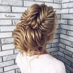 Gorgeous bridal hairstyle  Love it!  What do you think, girls?  ... . . Hairstyle by @nadigerber . . #weddingforward #wedding #bride #bridetobe #weddingday #свадьба #sydney #weddingphotography #valentino #bridallook #weddinginspiration #instawedding #weddingparty #weddingideas #weddingplanning #weddingphoto #weddingtime #instabride #gettingmarried #weddingblog #dreamwedding #hairaccessory #hairstyle #hairdo #bridalmakeup #bridalhair #weddinghair #weddinghairstyle #свадебнаяприческа…