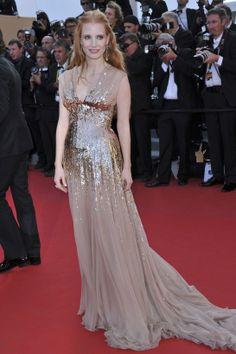 Jessica Chastain  la pelirroja confió en un diseño de chiffon con degradé de paillettes dorados de Gucci, Cannes 2012