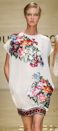Russian-style floral prints. Laura Biagiotti.
