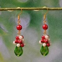Looking for free DIY Christmas gifts? This Pandahall tutorial will show you how to DIY a pair of red and green drop earrings.