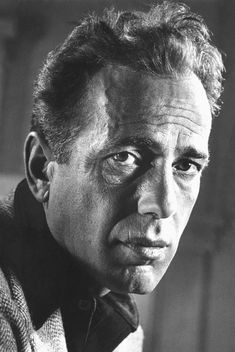 Humphrey DeForest Bogart (December 1899 – January was an American actor and is widely regarded as an American cultural icon. In the American Film Institute ranked Bogart as the greatest male star in the history of American cinema. Humphrey Bogart, Bogart And Bacall, Hollywood Stars, Classic Hollywood, Old Hollywood, Philippe Halsman, Faye Dunaway, Celebrity Portraits, Black And White Portraits