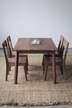 Noyer dinant l'ensemble - Table Ventura, Ventura et 4 chaises