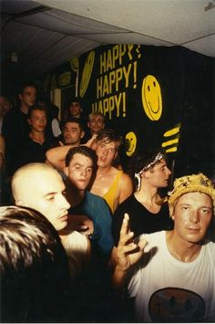 25 nostalgic smiley shots to satisfy your acid house cravings - Galleries - Mixmag Acid House, Night Club, Night Life, Techno, Britpop, Club Kids, Youth Culture, 90s Aesthetic, Mo S