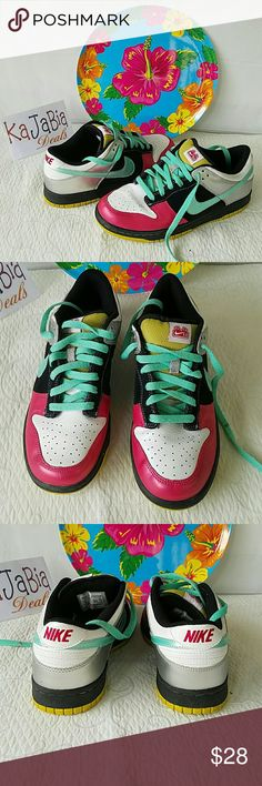 Nike Tennis shoes Gently used. Perfect condition. Very pretty. Clean and ready to wear. Nike Shoes Sneakers