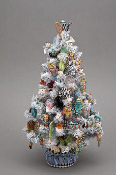 Good Sam Showcase of Miniatures: At the Show - Designer Christmas Tree